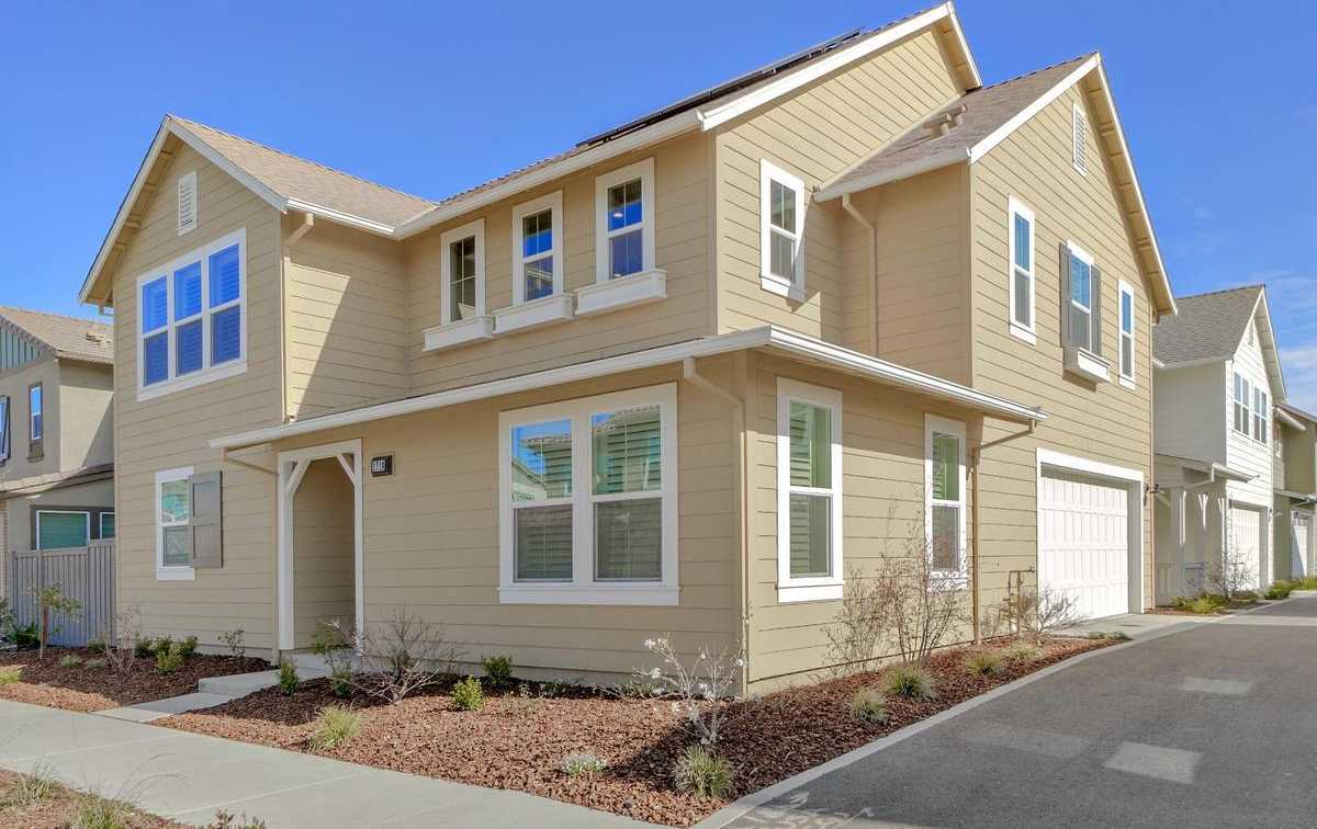 $869,000 - 4Br/3Ba -  for Sale in The Cannery, Davis