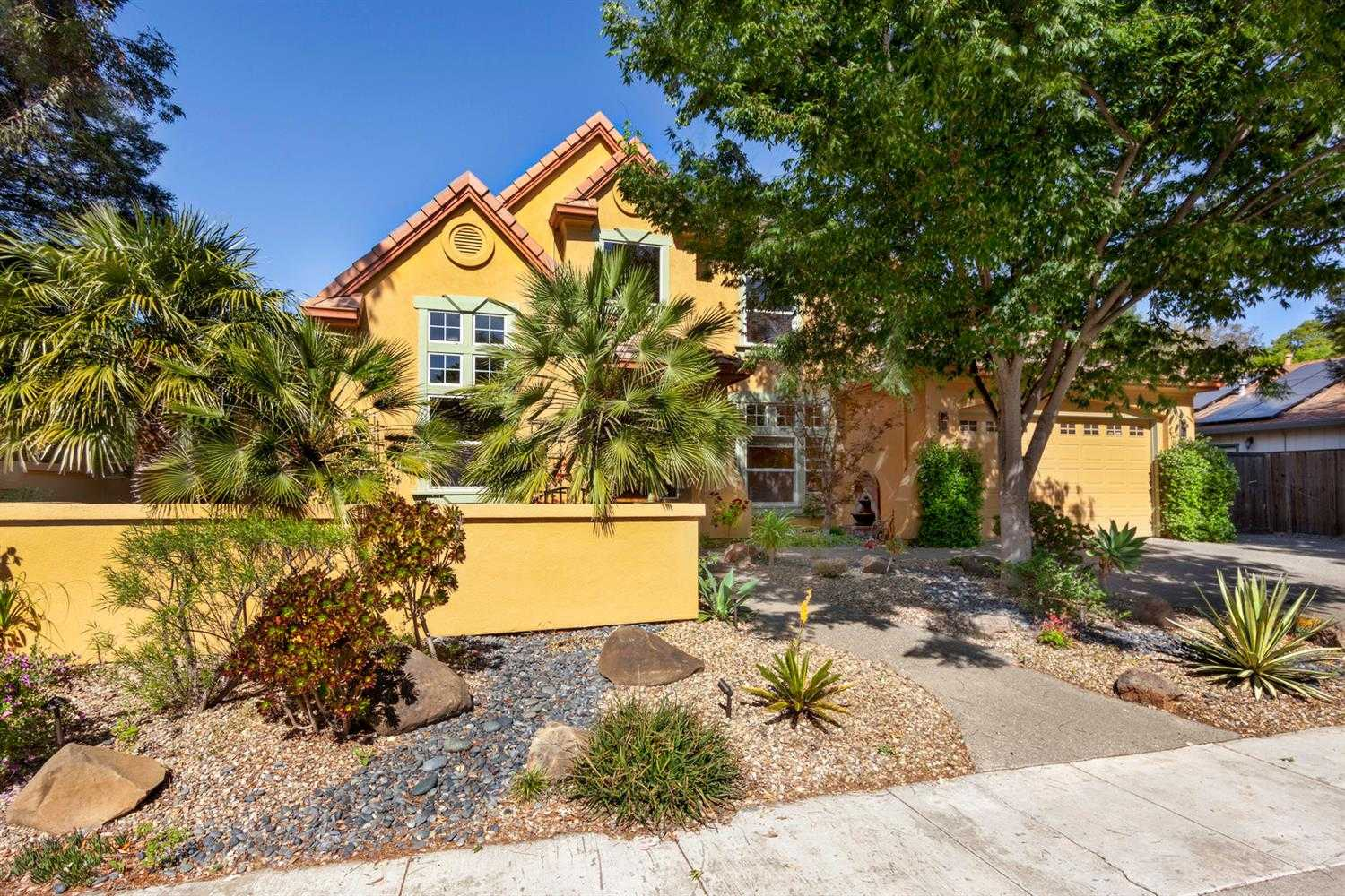 $1,200,000 - 5Br/4Ba -  for Sale in Stonegate, Davis