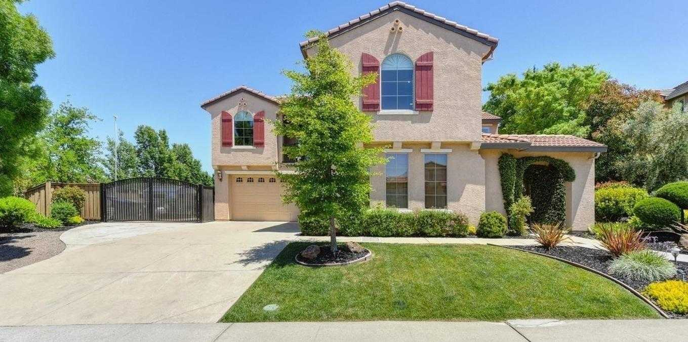 $899,000 - 4Br/3Ba -  for Sale in Folsom
