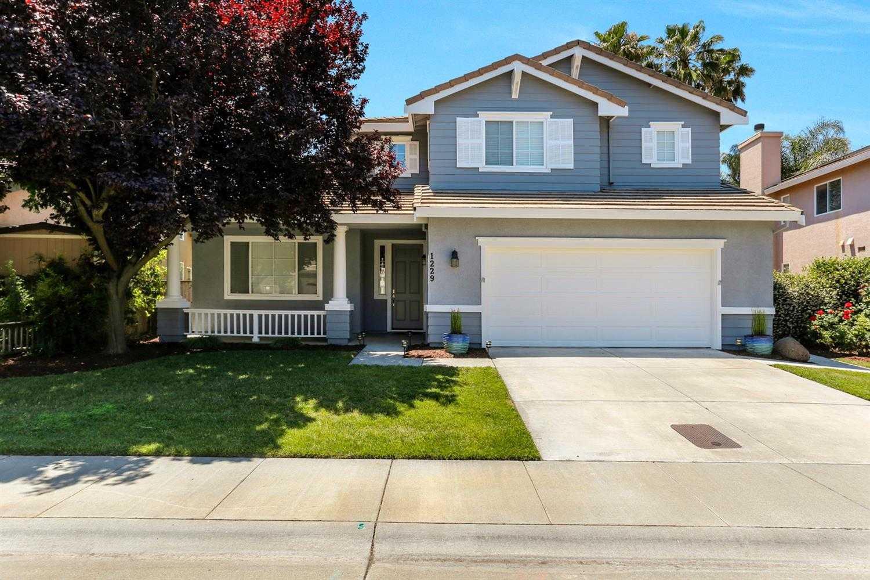 $820,000 - 4Br/3Ba -  for Sale in Davis