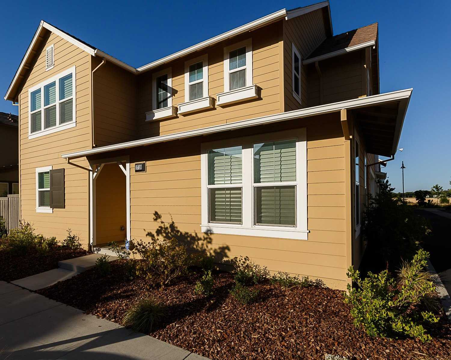 $835,000 - 4Br/3Ba -  for Sale in The Cannery, Davis