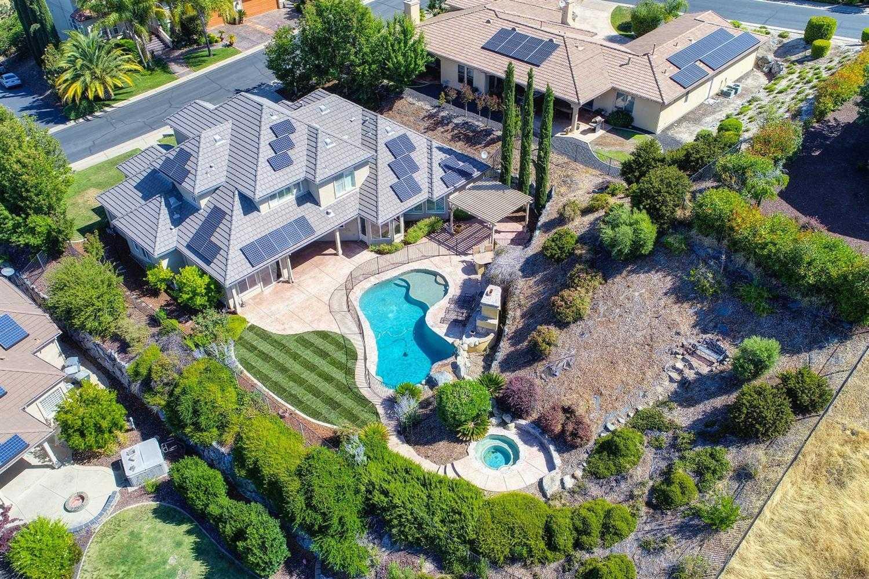 $998,000 - 4Br/5Ba -  for Sale in Whitney Oaks, Rocklin
