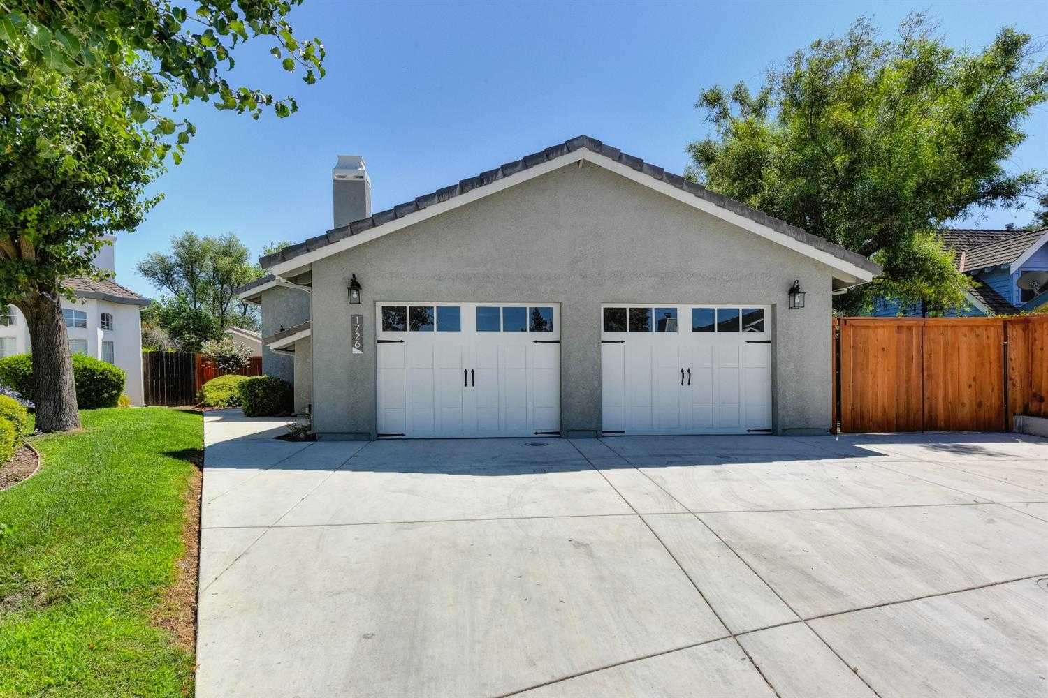 $1,100,000 - 4Br/4Ba -  for Sale in Stonegate, Davis