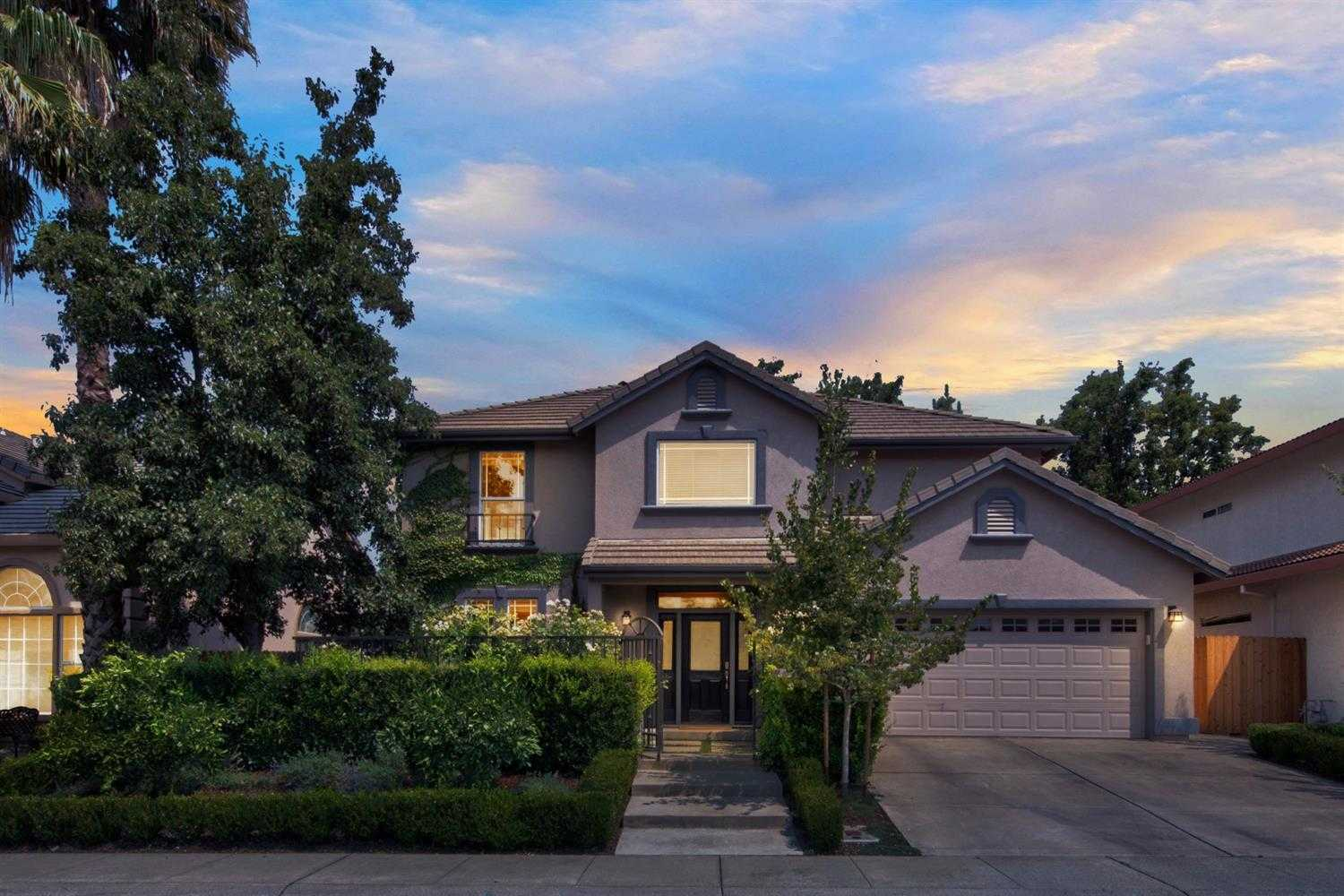 $760,000 - 4Br/3Ba -  for Sale in Davis