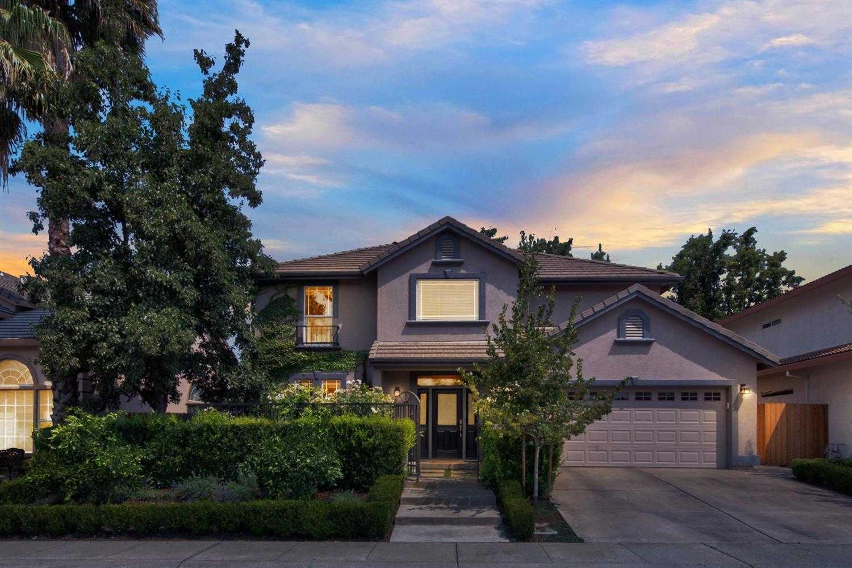$790,000 - 4Br/3Ba -  for Sale in Davis