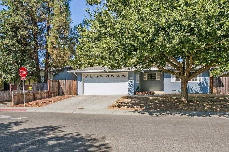 $660,000 - 4Br/3Ba -  for Sale in Davis