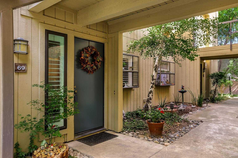 $215,000 - 2Br/2Ba -  for Sale in Hurley Place Condominiums, Sacramento