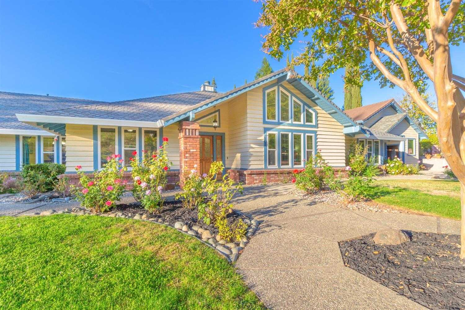 $850,000 - 5Br/3Ba -  for Sale in Folsom
