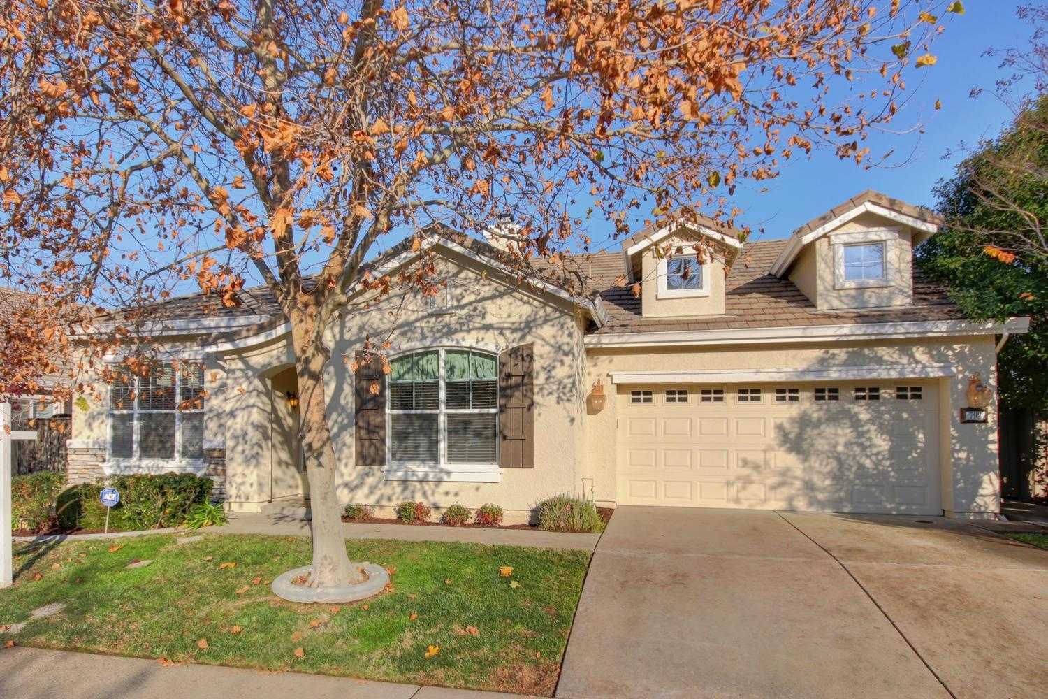 $540,000 - 3Br/2Ba -  for Sale in Folsom