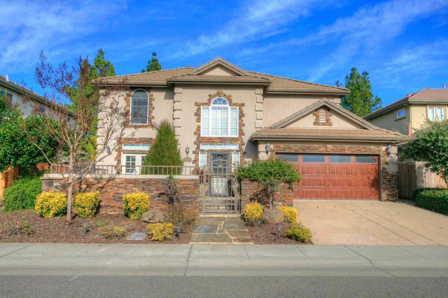 $839,000 - 4Br/3Ba -  for Sale in Willow Creek 3, Davis