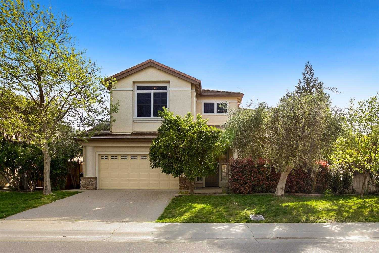 $989,000 - 6Br/3Ba -  for Sale in Davis