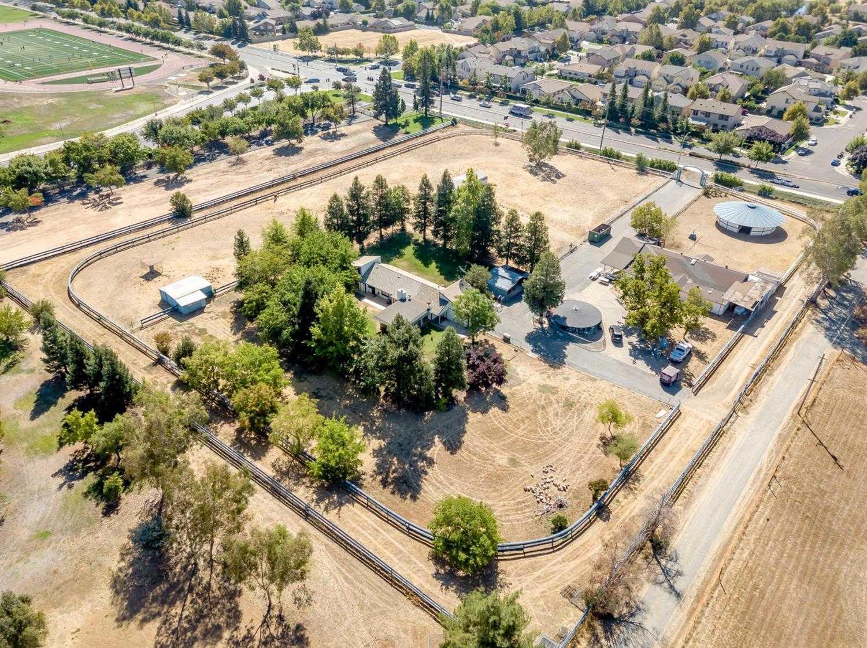 $949,950 - 3Br/2Ba -  for Sale in Elk Grove