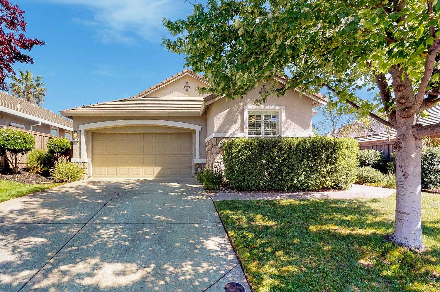 $562,000 - 3Br/2Ba -  for Sale in Folsom