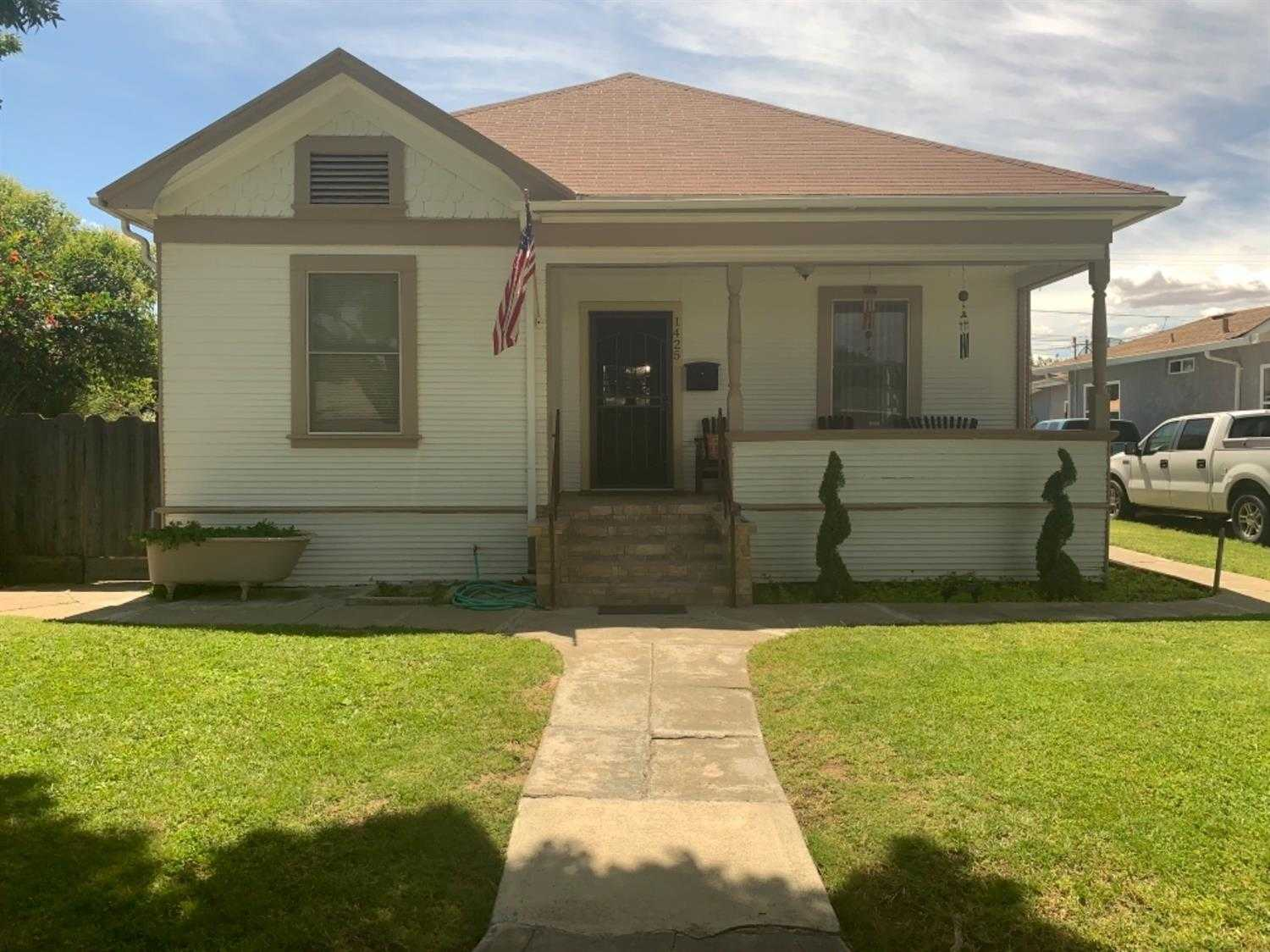 $300,000 - 4Br/2Ba -  for Sale in Newman