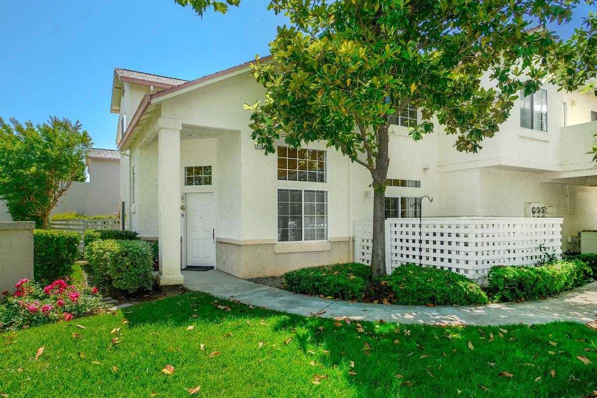 $425,000 - 3Br/3Ba -  for Sale in Davis