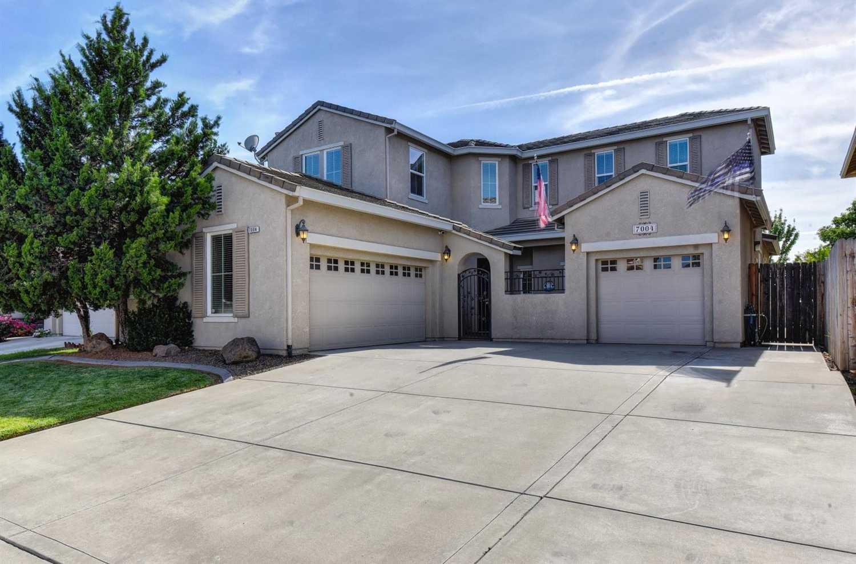 $494,900 - 4Br/3Ba -  for Sale in Elk Grove