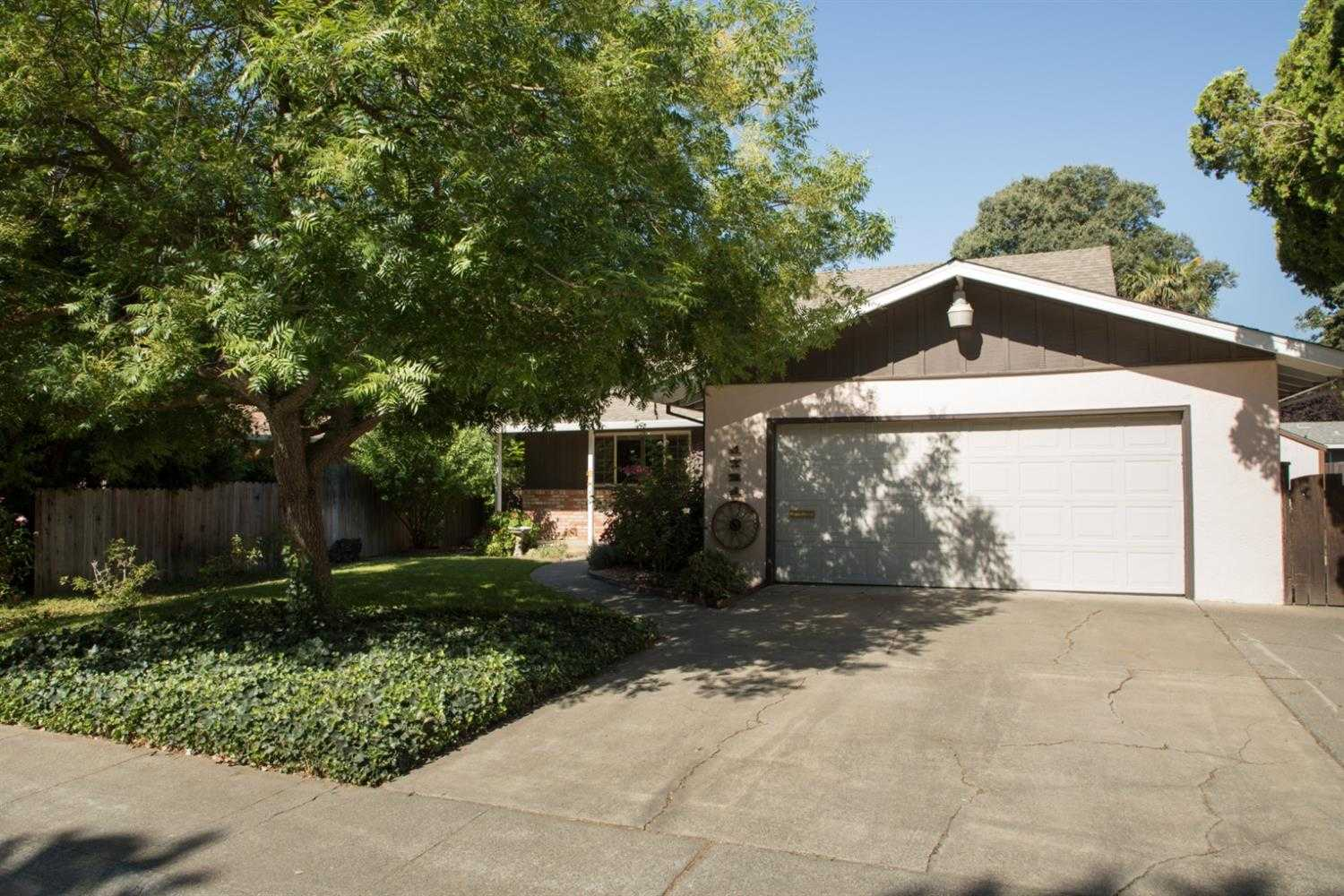 $650,000 - 3Br/2Ba -  for Sale in Davis Manor, Davis