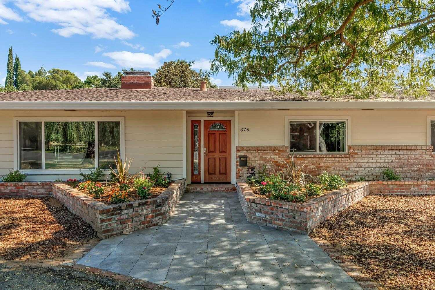 $1,298,000 - 4Br/3Ba -  for Sale in Davis