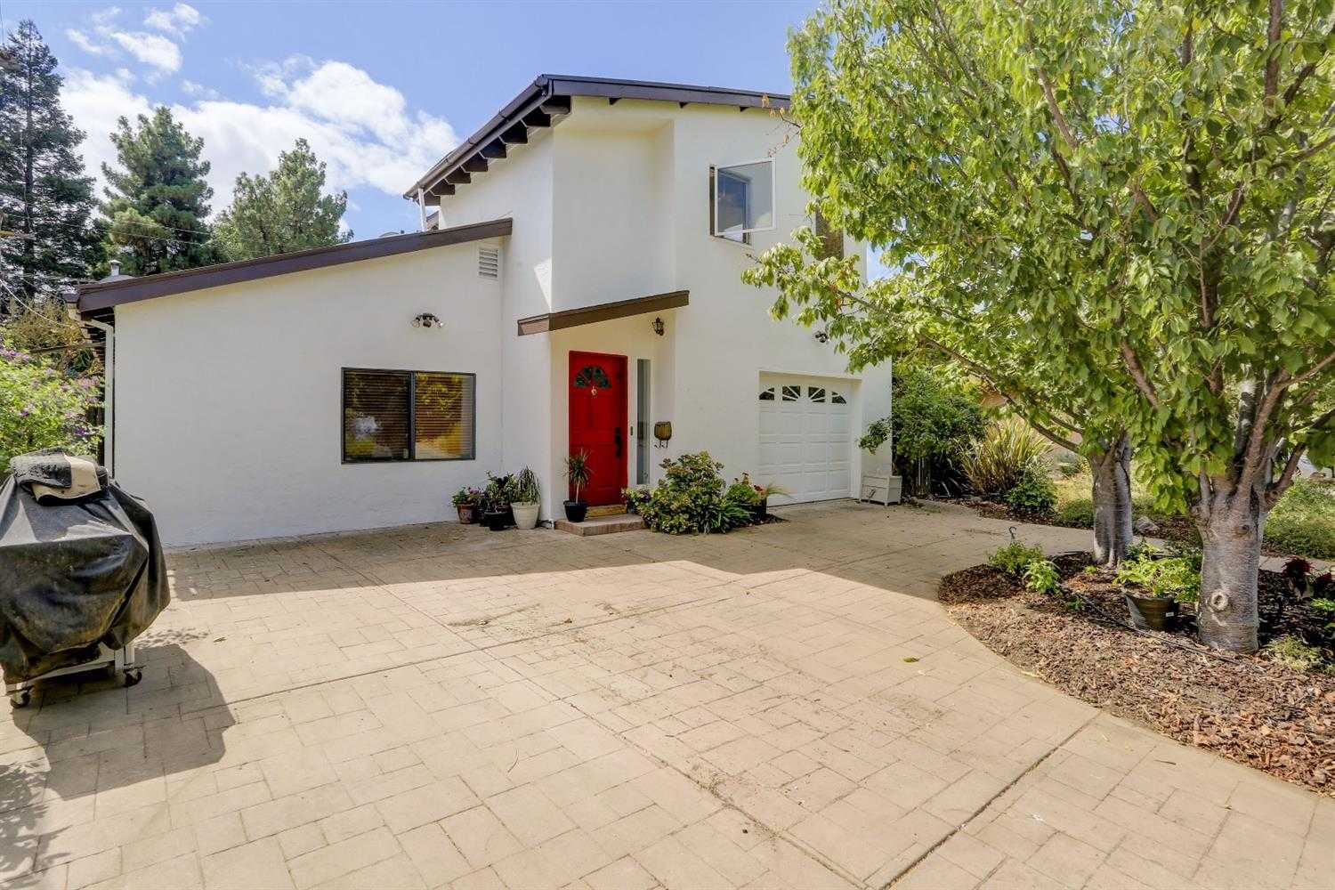 $750,000 - 5Br/4Ba -  for Sale in Davis