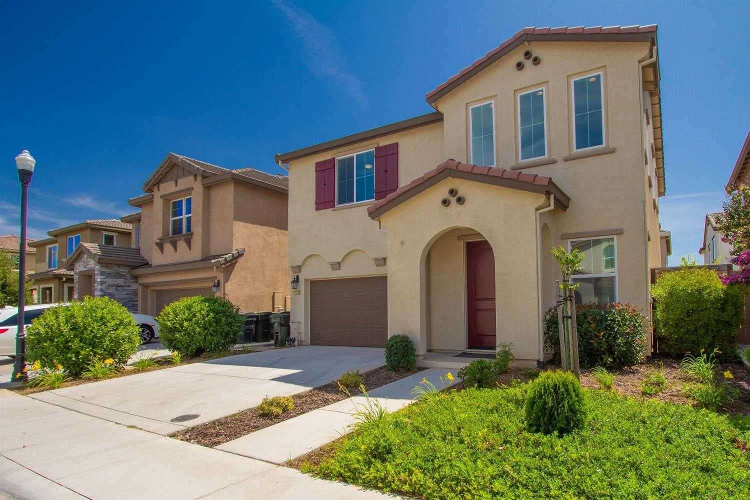 $450,000 - 3Br/3Ba -  for Sale in Madiera East Village 2b, Elk Grove
