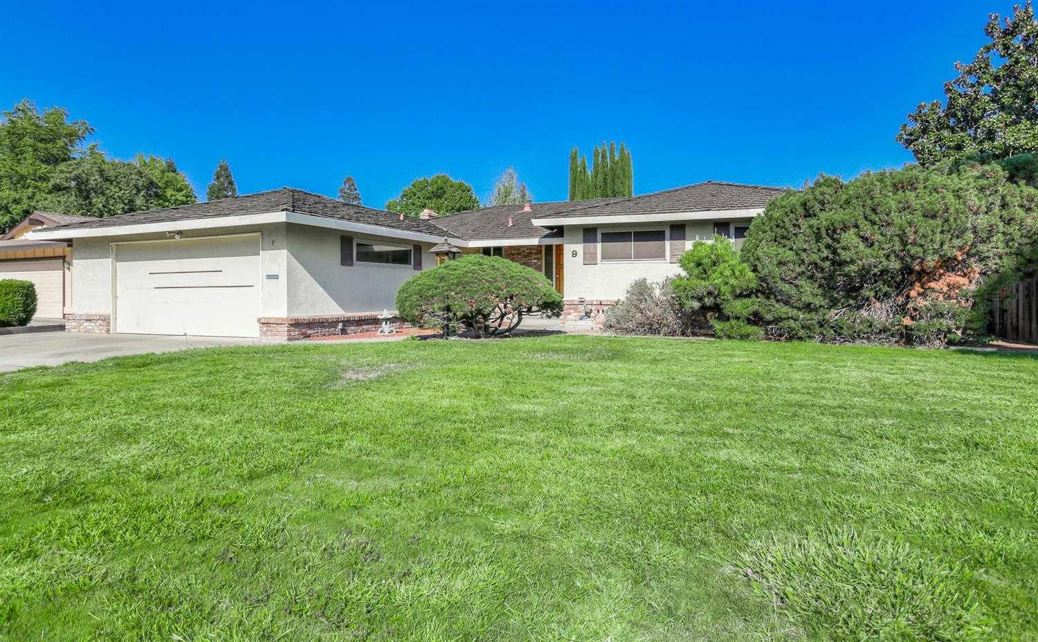 9 Pebble Ct Sacramento, CA 95831