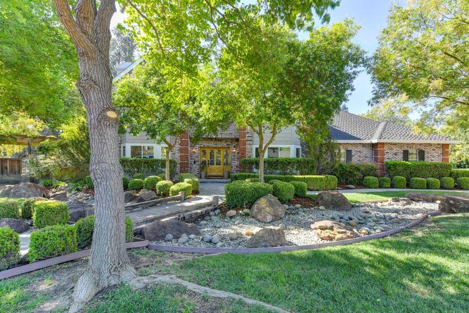 $1,100,000 - 4Br/3Ba -  for Sale in Davis