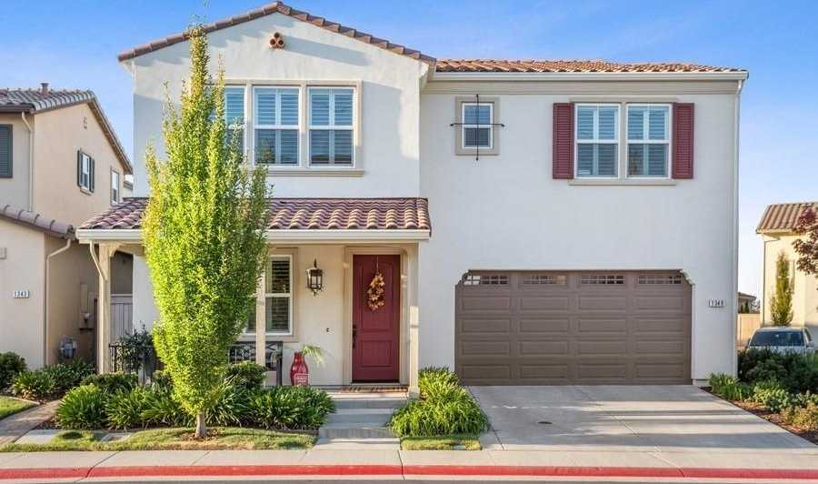 $589,000 - 4Br/3Ba -  for Sale in Folsom