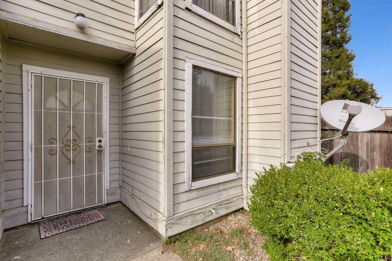 $197,000 - 2Br/2Ba -  for Sale in Arden Hood Condo, Sacramento