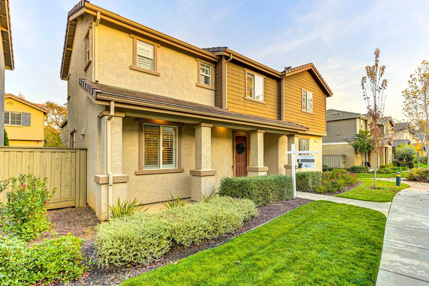 $450,000 - 5Br/4Ba -  for Sale in Lincoln
