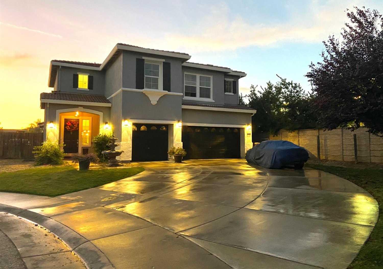 $578,000 - 4Br/3Ba -  for Sale in Elk Grove