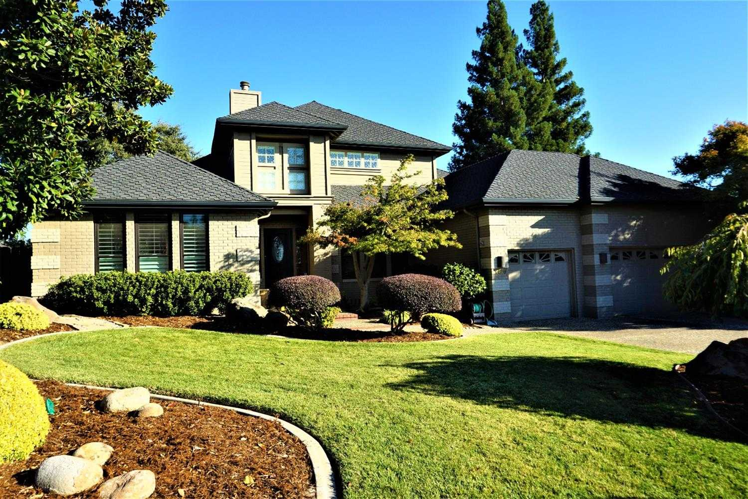 $749,000 - 4Br/3Ba -  for Sale in Folsom