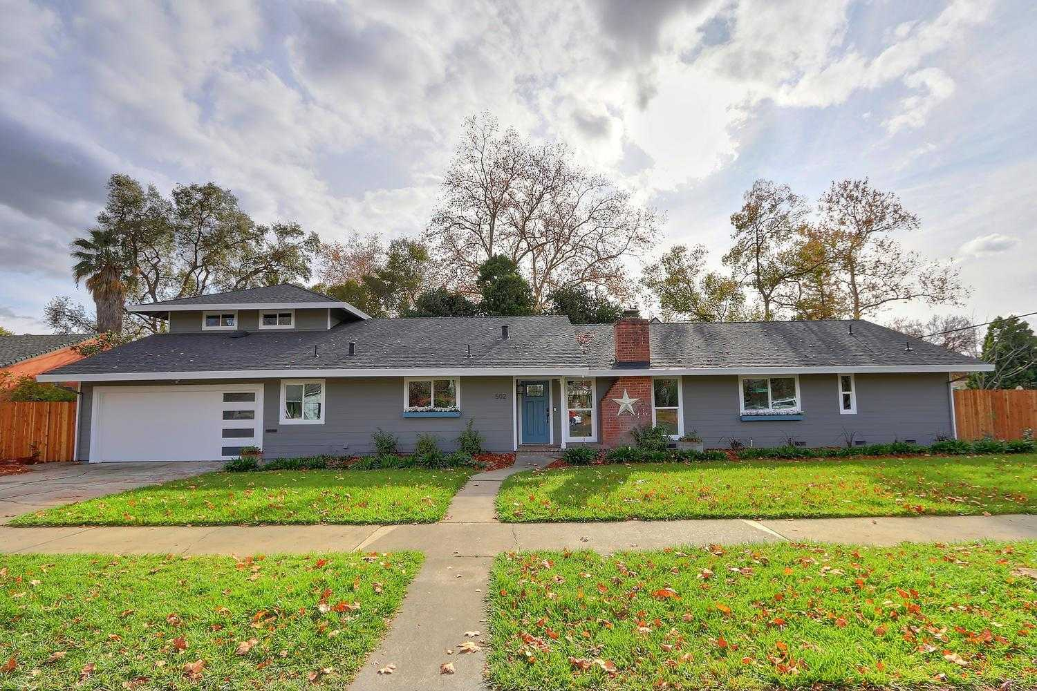 $749,000 - 4Br/3Ba -  for Sale in Woodland