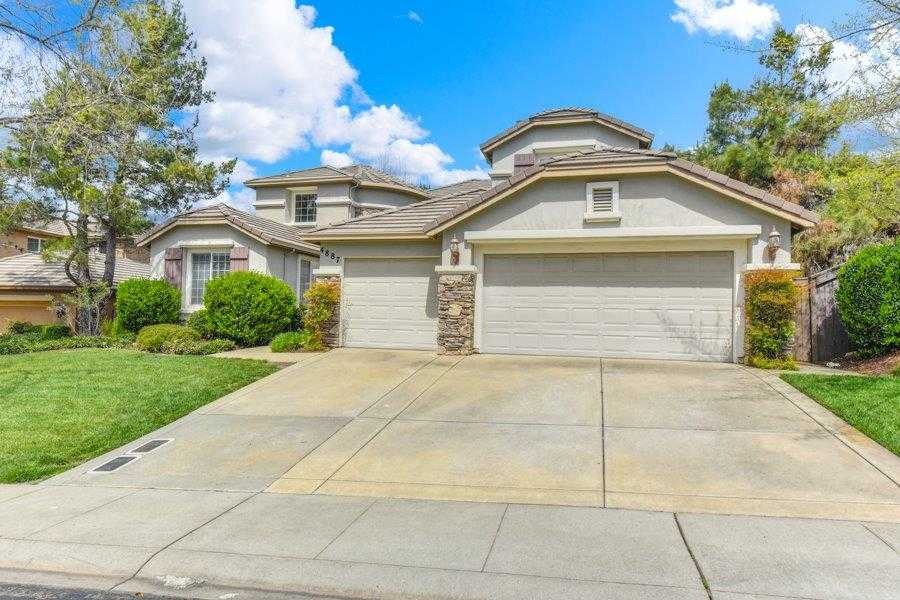 Photo of  4887 Village Green Dr