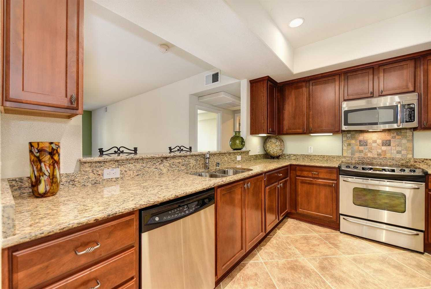 $366,000 - 2Br/2Ba -  for Sale in Lincoln