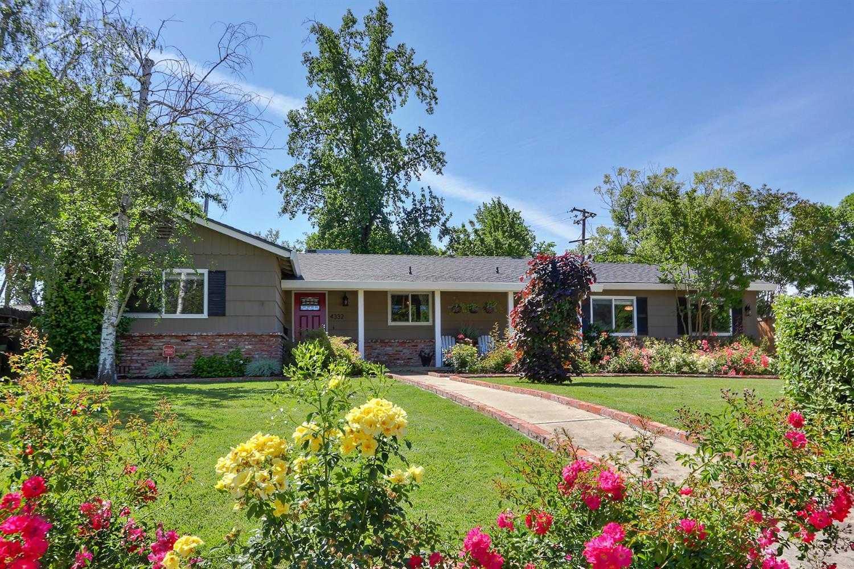 $699,900 - 4Br/2Ba -  for Sale in Sacramento