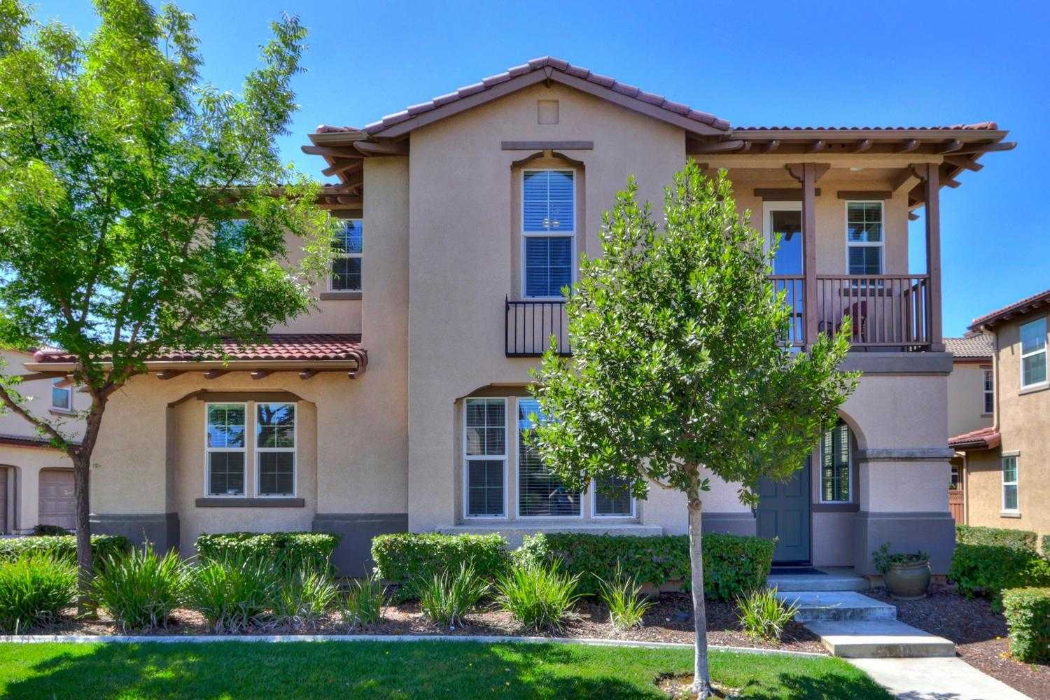 $525,000 - 4Br/3Ba -  for Sale in Folsom