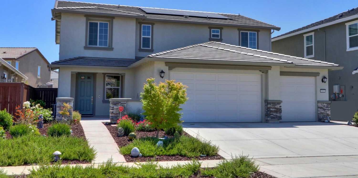 $639,000 - 4Br/4Ba -  for Sale in Fieldstone South Sub, Elk Grove