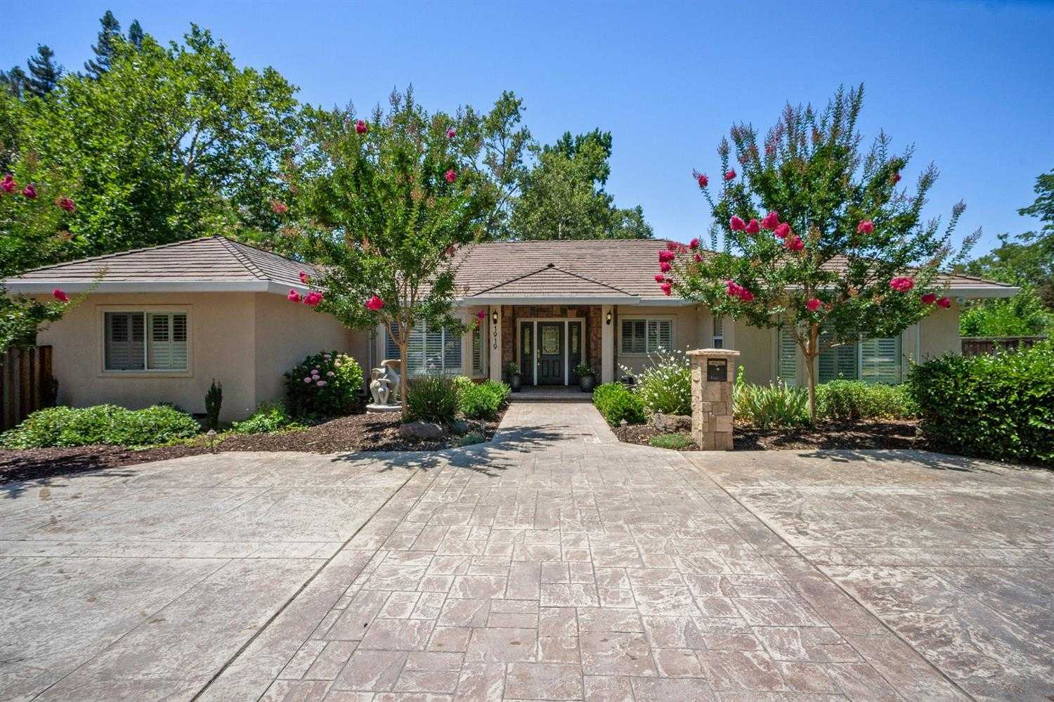 $1,300,000 - 5Br/3Ba -  for Sale in Arden Oaks, Sacramento