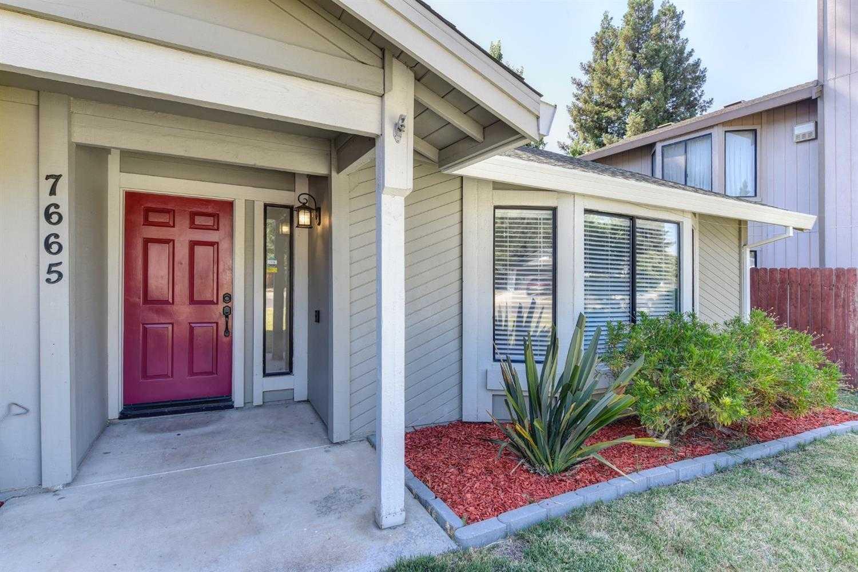 $459,800 - 3Br/2Ba -  for Sale in Lake Crest Village 09, Sacramento