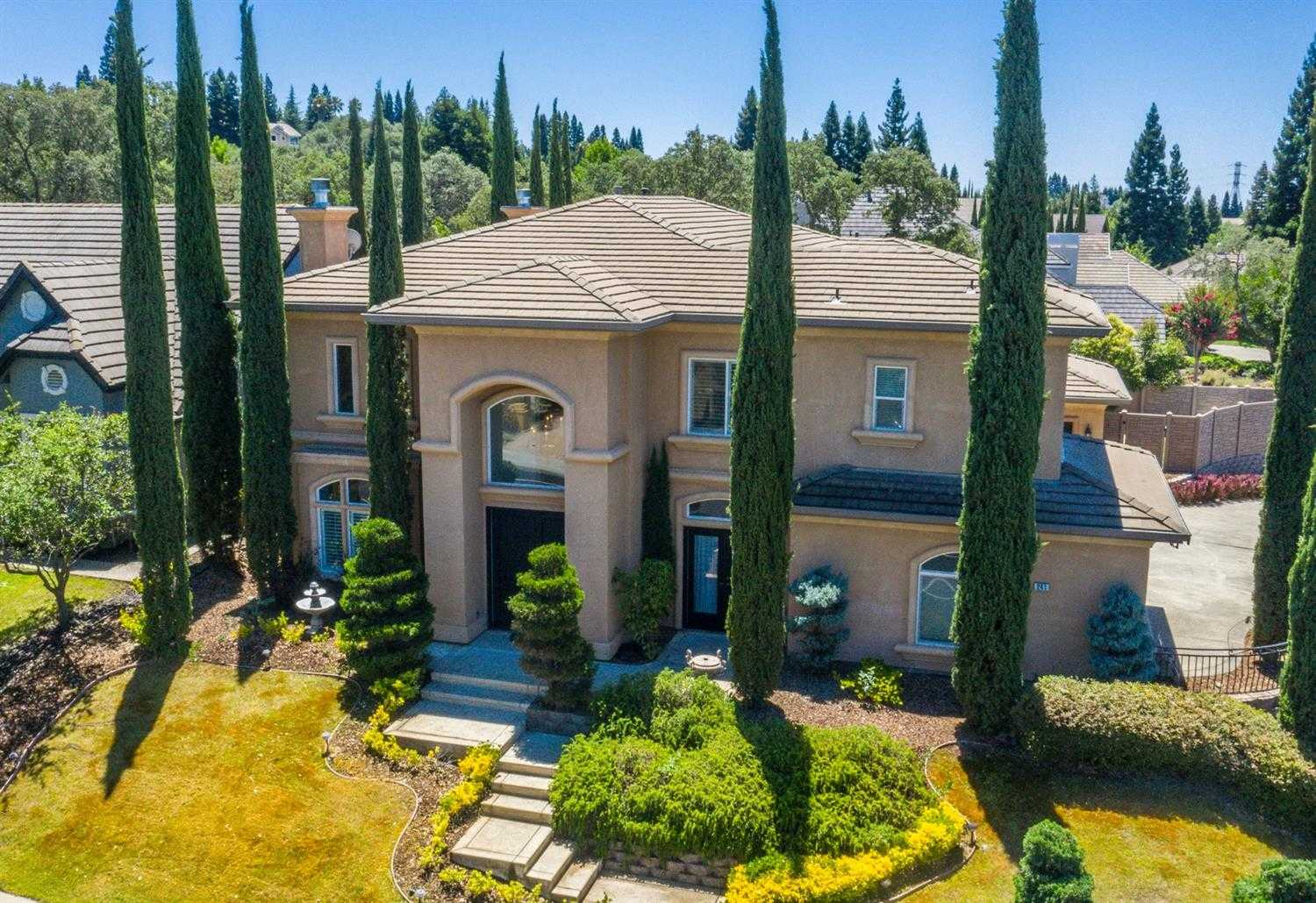 $960,000 - 5Br/4Ba -  for Sale in Folsom