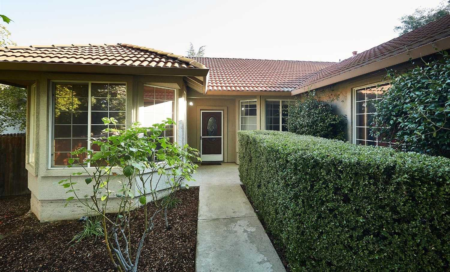 $389,000 - 3Br/2Ba -  for Sale in Larkspur Meadows, Citrus Heights