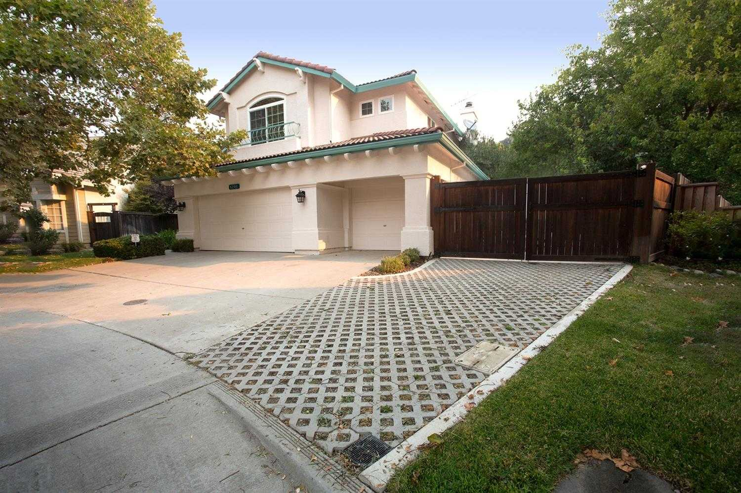 $810,000 - 4Br/3Ba -  for Sale in Mace Ranch, Davis