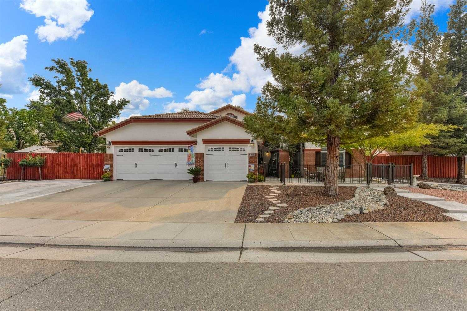$679,900 - 3Br/2Ba -  for Sale in Folsom