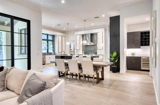 Home for sale listing photo: 729 Estates Dr, Sacramento, CA, 95864