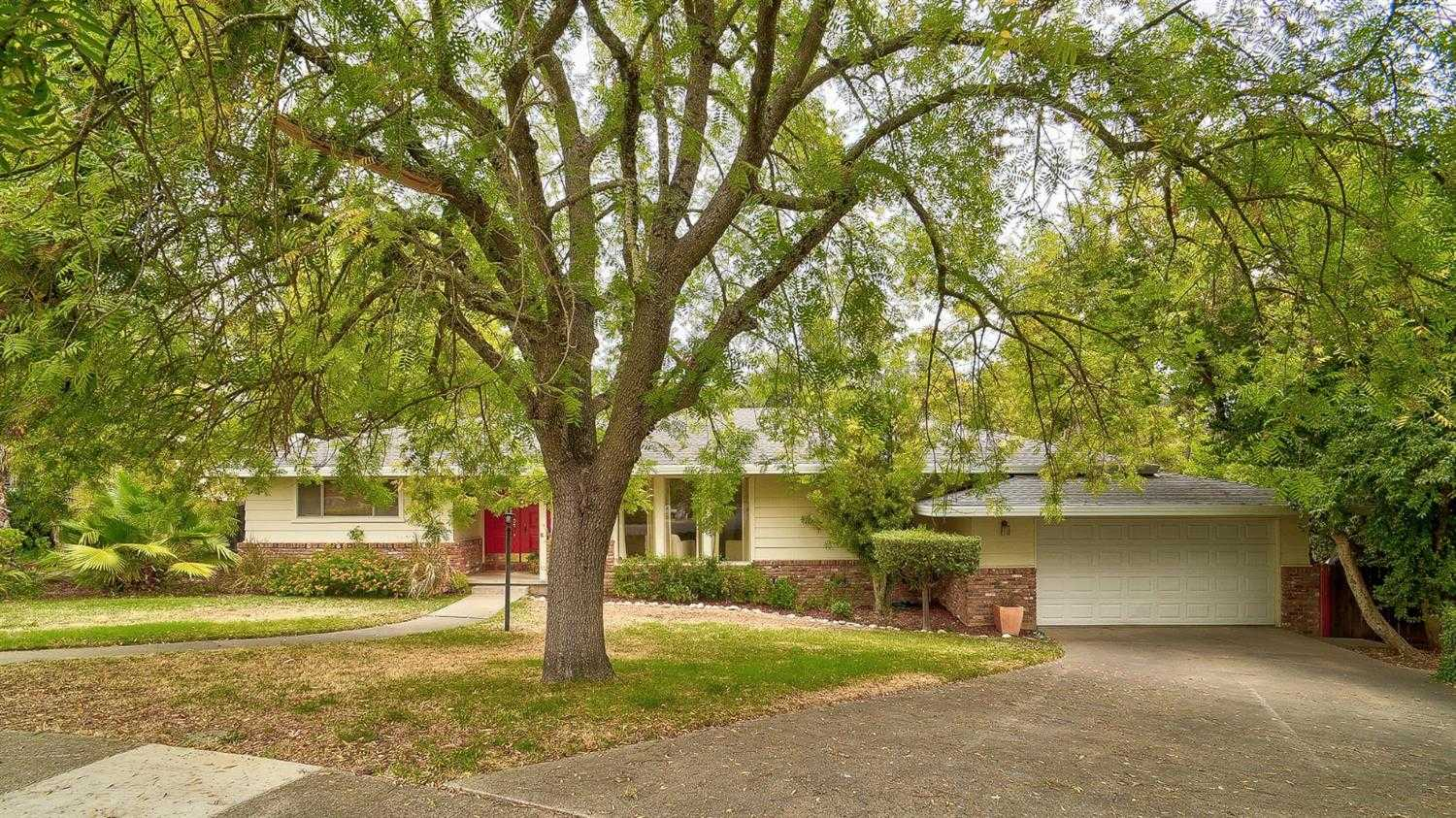 $635,000 - 4Br/2Ba -  for Sale in Mira Loma Palms, Carmichael