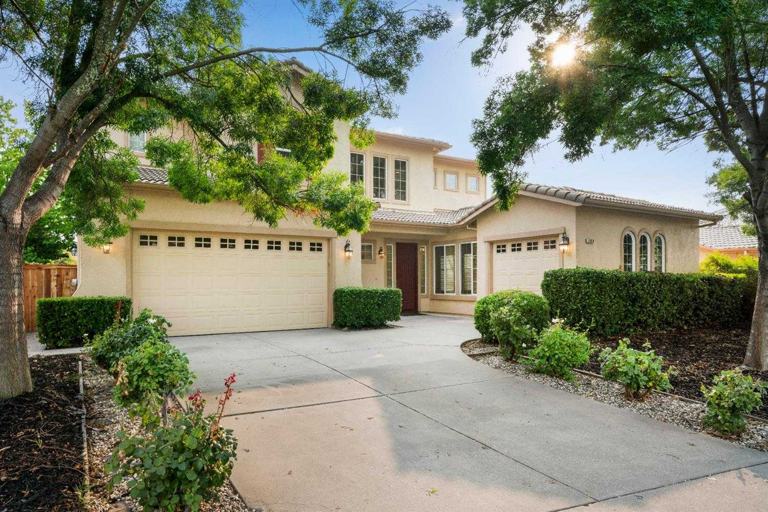 $810,000 - 4Br/4Ba -  for Sale in Folsom