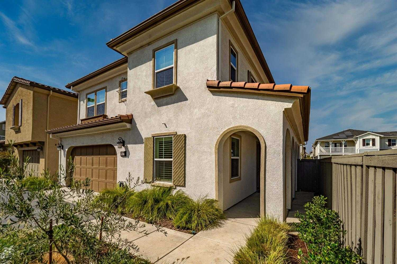 $749,000 - 3Br/4Ba -  for Sale in Cannery, Davis