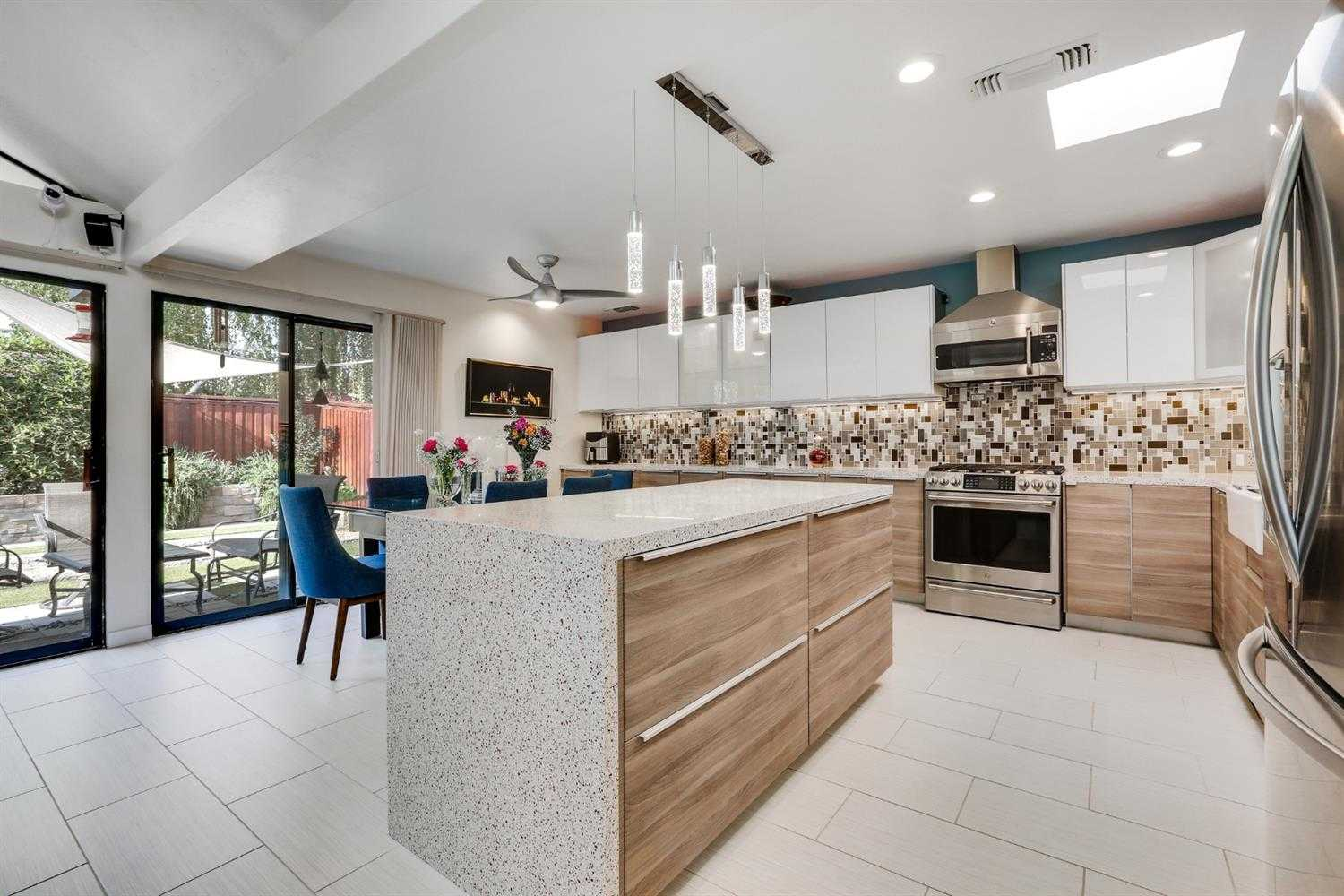 $375,000 - 2Br/2Ba -  for Sale in River City Commons, Sacramento