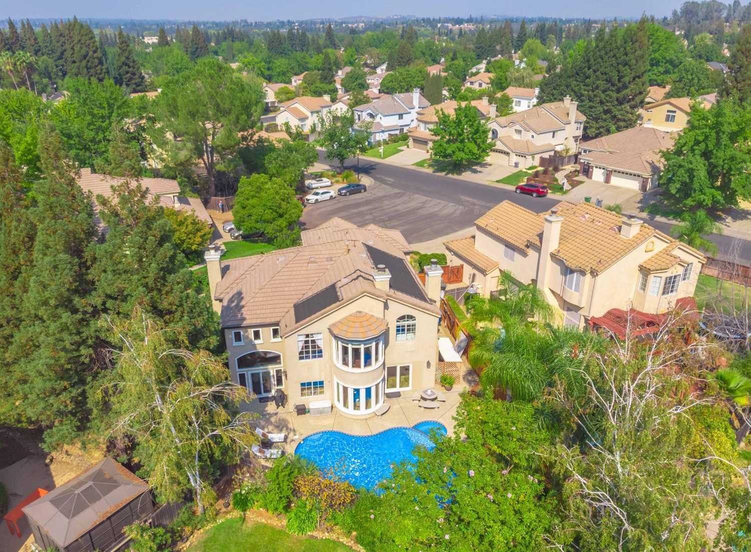 $750,000 - 5Br/3Ba -  for Sale in Folsom