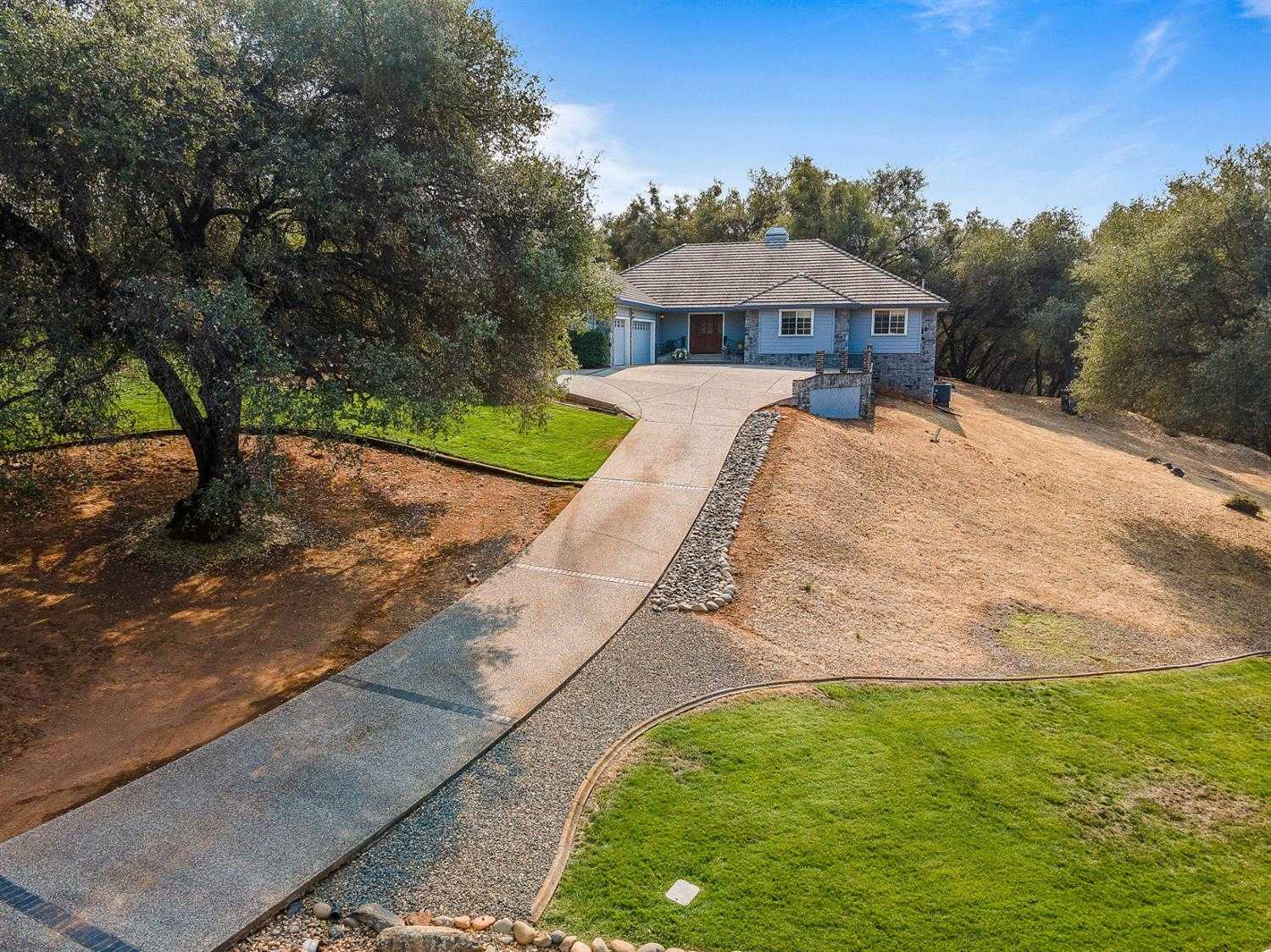 $725,000 - 4Br/4Ba -  for Sale in Greenstone Country, Placerville